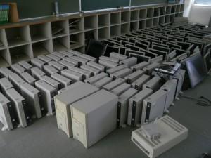 撤去する旧コンピュータ  お疲れ様でした。