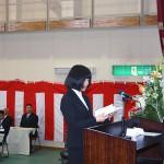 代表宣誓をする学生
